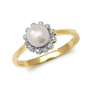 Diamond and Fresh Water Pearl Ring in 9ct Yellow Gold (0.04ct)