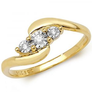 Illusion Set Three Stone Diamond Twist Ring in 9ct Yellow Gold (0.05ct)